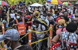 Quase 19.000 migrantes bloqueados perto da fronteira entre Colômbia e Panamá (Foto: Joaquin Sarmiento/AFP)