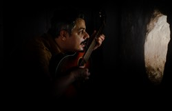 Pernambucano Bruno Lins busca refúgio na música e na poesia em novo álbum (Foto: Camila Leão/Divulgação)