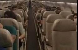 Passageiros aplaudem ao saber que voo comercial levava vacinas ao Paraná (Foto: Arquivo pessoal/Azul Linhas Aéreas)