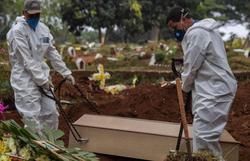 Brasil registra mais 1.060 mortes por Covid-19 e 50 mil novos casos (Foto: Nelson Almeida/AFP)