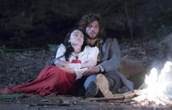 Novo Mundo: Anna, Olinto e as crianças pedem abrigo na casa de Peter. Confira o resumo deste sábado