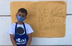 Garoto de seis anos arrecada R$ 100 com venda de sucos e doa dinheiro para hospital comprar respiradores (Foto: Reprodução/TV)