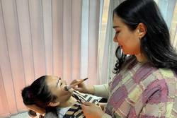 Salão de beleza em Cabul é último oásis de liberdade para mulheres (Foto: Marye Vermaak/AFP)
