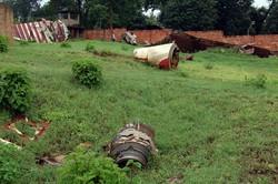 Justiça francesa confirma arquivamento de caso que desencadeou o genocídio de Ruanda (Restos do acidente com o presidente de Ruanda, Juvénal Habyarimana. Foto: GERARD GAUDIN / BELGA / AFP)