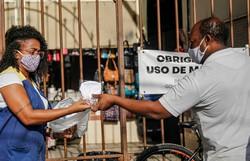 Prefeitura do Recife irá distribuir mais 200 mil máscaras no Pina e nos Coelhos (Foto: Andréa Rêgo Barros/PCR.)