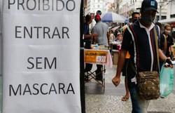Cariocas mantêm proteção no primeiro dia da liberação de máscaras (Foto: Fernando Frazão/Agência Brasil)