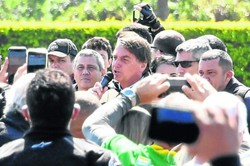 Sob pressão, Bolsonaro confronta CPI da Covid e o Supremo (Foto: Evaristo Sá / AFP)