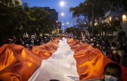 Apoiadores de Keiko e Castillo vão às ruas defender seus votos no Peru (Foto: Ernesto Benavides/AFP )