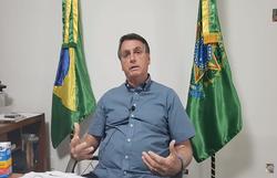 Bolsonaro faz live e volta a recomendar hidroxicloroquina (Foto: Reprodução/YouTube)