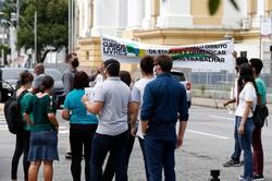 Em protesto, representantes de cursos livres pedem retomada de aulas  (Foto: Leandro de Santana/Esp.DP)