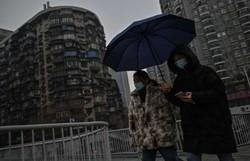 A vida recupera o pulso em Wuhan, um ano após o primeiro confinamento (Hector RETAMAL/AFP)