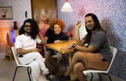 Em formato sitcom, websérie pernambucana narra a rotina de quatro amigos gays (Foto: Divulgação)