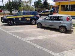 Homem é detido com veículo de placas clonadas e documento falso na BR 424, em Garanhuns (Foto: Divulgação/PRF)
