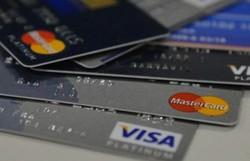 Com juros altos e renda corroída, cartão de crédito é vilão ou aliado? (Foto: Marcello Casal Jr/Agência Brasil)
