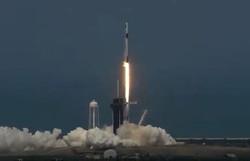 NASA e Space X lançam Falcon 9 e fazem história neste sábado (Foto: NASA TV/AFP)