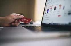 Estagiário usa cartão corporativo para viajar, malhar e pagar festas no DF (Foto: Pixabay)