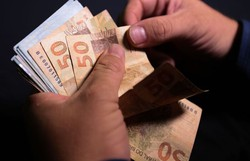 Décimo terceiro salário deve injetar R$ 208 bi na economia (Foto: Marcello Casal Jr/Agência Brasil)