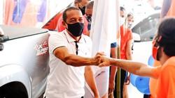 Adesivaço marca início da campanha de Professor Lupércio à reeleição (Foto: Divulgação)