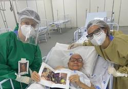 Crachás humanizados mostram sorrisos por trás das máscaras dos profissionais de saúde do Recife (Foto: PCR/Divulgação)