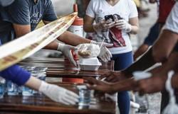 Cerca de 46 mil refeições foram distribuídas à população de rua no Recife (Foto: Paulo Paiva/DP )