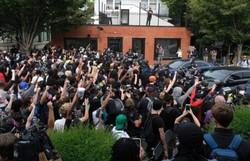 Milhares protestam nos EUA após decisão benevolente no caso Taylor (Foto: Jeff Dean/AFP)