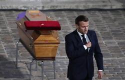 Macron faz homenagem nacional a professor decapitado (Foto: AFP)