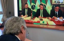 Presidentes do Brasil e da Argentina dialogam pela primeira vez (Foto: Argentinian Presidency / AFP)