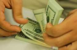 Dólar fecha em leve alta em dia de reunião do Copom (Foto: Arquivo/Agência Brasil)