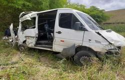 Acidente envolvendo Van deixa cinco mortos e seis feridos na BR 101 (Foto: Divulgação)