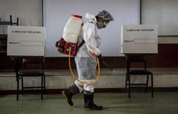 Peru inicia votação em eleição presidencial imprevisível (ERNESTO BENAVIDES / AFP)