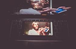 Molotov.EXE transportou energia do festival para o universo digital (Foto: @ninaquintana/Divulgaçõa)