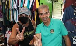 Nesta segunda-feira, Coronel Feitosa fez caminhada no Centro do Recife e afirmou que a economia popular será incentivada e o trabalhador informal terá visibilidade (Foto: Wilamy Henrique/Divulgação)