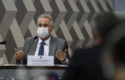 Renan Calheiros lê perguntas de internautas na CPI da Covid (Edilson Rodrigues/Agência Senado)
