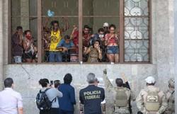 PF negocia com famílias que ocupavam Agência Central dos Correios no Recife (Foto: Arnaldo Sete (@arnaldosete) / Esp. DP Foto)