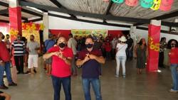 Arnaldo Delmondes inaugura comitê em Jaboatão com adesivaço (Foto: Divulgação)