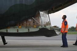 Avião da FAB desembarca no Recife com 9 toneladas de materiais de saúde (Foto: Bruna Costa/Esp.DP)