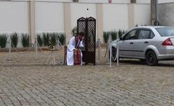 Padre de SC oferece 'drive-thru' para fieis se confessarem durante o isolamento (Foto: Diocese de Joinville/ Divulgação)