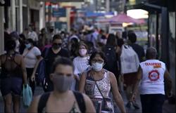 Com 70 mil mortos, Brasil terá 2 milhões de casos de covid até quarta-feira (AFP / MAURO PIMENTEL)