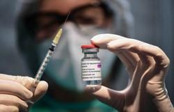 Fiocruz deve receber mais duas remessas de insumo para vacinas em maio (Foto: Miguel Medina/AFP)