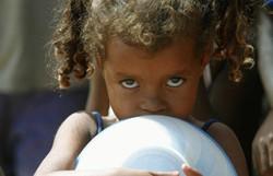 À espera de auxílio do governo contra coronavírus, mães solo driblam fome acordando mais tarde (Foto: Arquivo/ Agência Brasil)