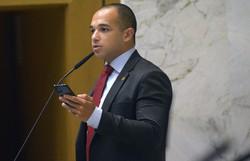 Douglas Garcia é condenado a pagar R$ 20 mil por dossiê contra antifascistas (Foto: José Antonio Teixeira/Alesp.)