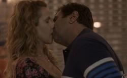 Totalmente Demais: Carlinhos não gosta de ver Hugo beijando Gilda. Confira o resumo desta quarta