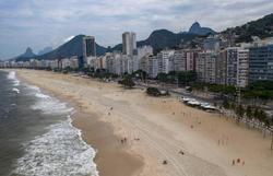 Rio mantém proibição de permanência na areia das praias (Foto: Mauro Pimentel/AFP)