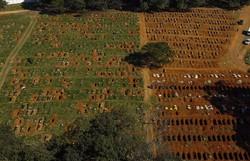 Covid-19: Brasil registra mais 44 mil casos e 1.223 mortes em 24 horas (Foto: Miguel Schincariol/AFP)