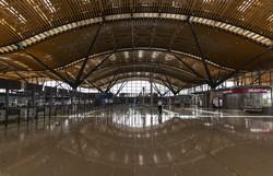 Aeroporto de Hong Kong vai autorizar retomada parcial de funcionamento (Foto: May James/AFP )