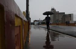 Apac alerta sobre possibilidade de chuvas nas próximas 24h no Recife (Foto: Leandro de Santana/Esp. DP Foto)