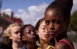 Governo francês defende 'Lindinhas', filme acusado por Damares de sexualizar crianças (Foto: Reprodução/Netflix)
