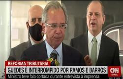 Guedes é retirado de coletiva por ministro militar e líder do governo (Foto: Reprodução/CNN)