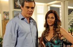 Fina Estampa: Renê decide mandar flores para Griselda. Confira o resumo do sábado (Foto: TV Globo/Divulgação)
