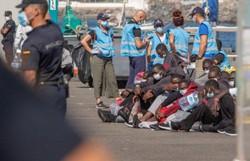Balsa vira e deixa ao menos oito migrantes mortos nas Canárias (Foto: Desiree Martin/AFP)